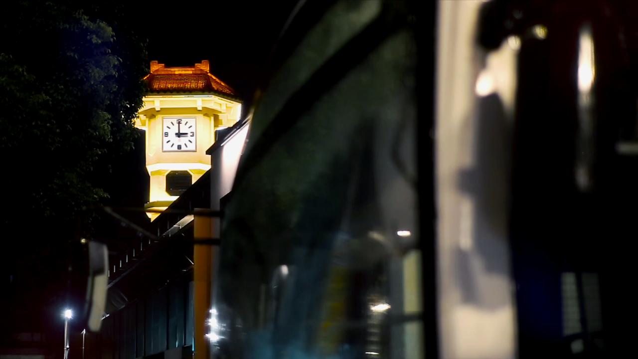 高清实拍雨天城市街景(夜景)视频素材-MOGRT